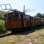 Composición del tren cremallera de Larrun llegando a la estación de partida: Coll de Saint Ignace