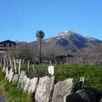 Otra perspectiva del monte Larrun, desde la carretera que une la localidad de Zugarramurdi (en Navarra), y Sara (en Lapurdi)