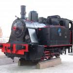 En las inmediaciones de la estación de Renfe tenemos la suerte de poder admirar una locomotora de vapor. Esta máquina fue utilizada años atrás en el Ferrocarril del Tarazonica.