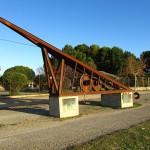 """""""Monumento al Escachamatas"""", dedicado al ferrocarril que discurría por estos parajes"""